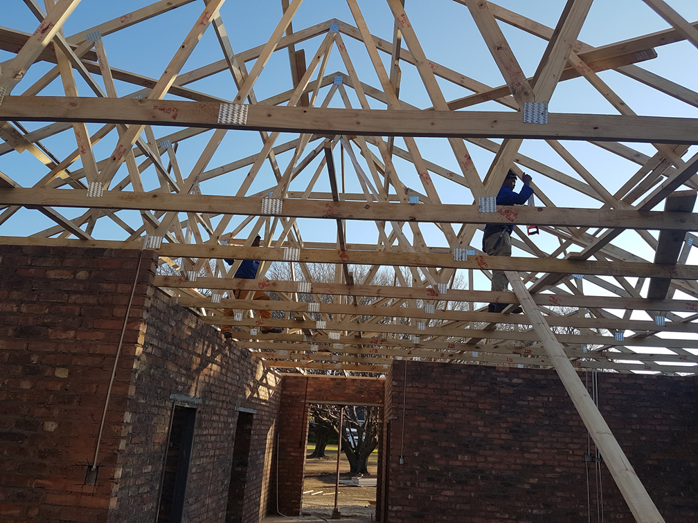 Exposed Roof Trusses Amp Ibr Chromadek Roof Sheeting For An