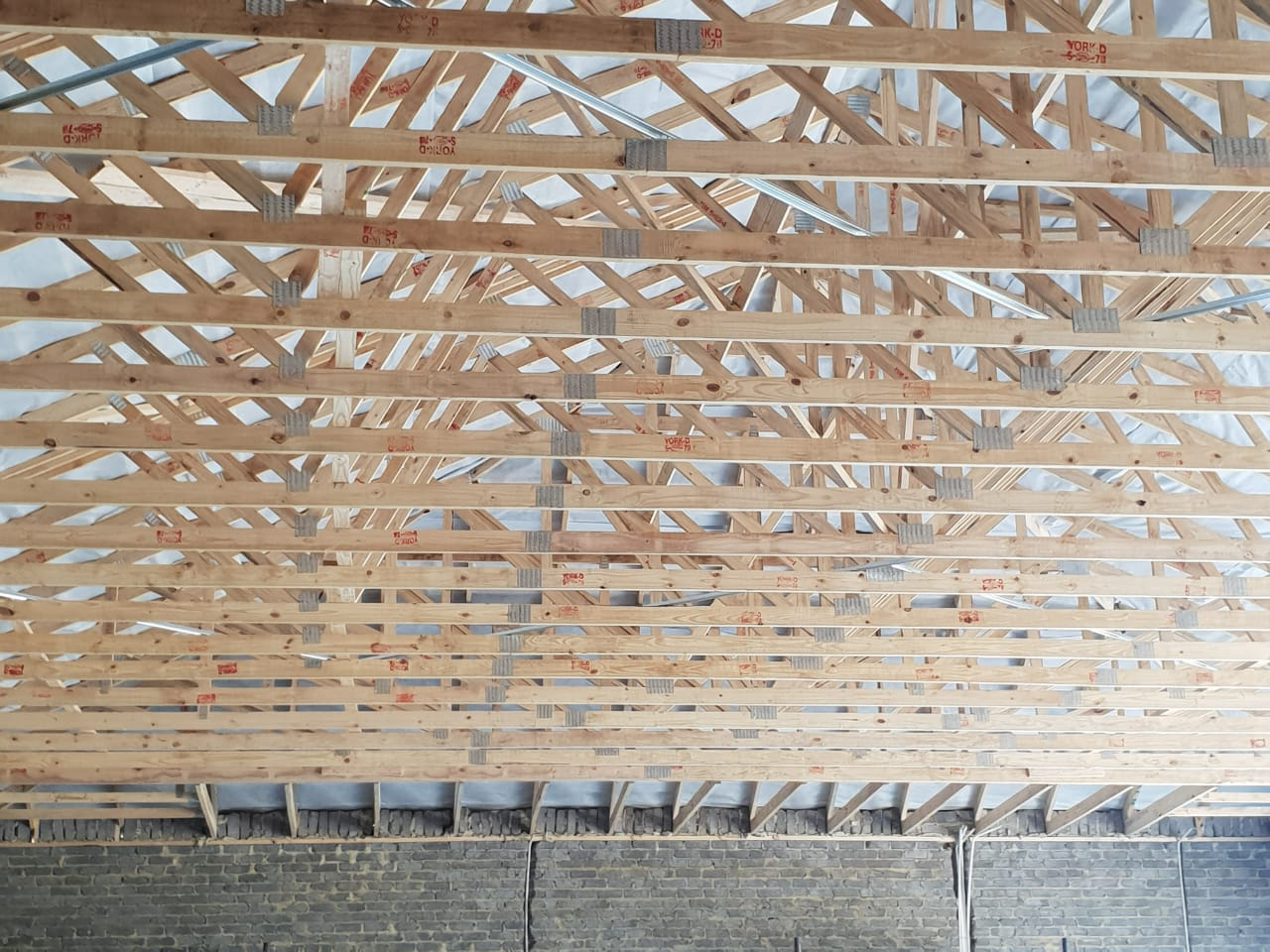 pre fabricated timber roof trusses